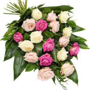 Snittblomster * Begravelse - bårebukett med yndige roser i lyserøde og hvite nyanser