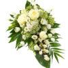 Snittblomster * Begravelse - Båredekorasjon - Stilren båredekorasjon i hvitt : hortensia, roser, eustoma, med dekorativt grønt