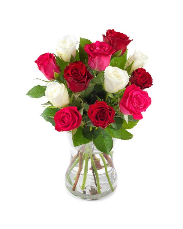 Snittblomster * Buketter - Superromantisk bukett fylt med røde, rosa og kremfargede roser